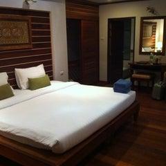 Photo taken at คลองพร้าว รีสอร์ต (Klong Prao Resort Koh Chang) by Natthakorn T. on 8/11/2012