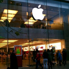 Photo taken at Apple Store by ismail Y. on 1/3/2012