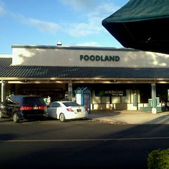 Photo taken at Foodland by Victor H. on 8/22/2011