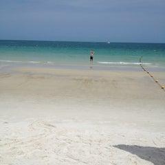 Photo taken at หาดทรายแก้ว (Sai Kaew Beach) by tong n. on 5/31/2012