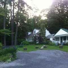 Photo taken at The Woodstock Inn on the Millstream by naveen on 5/26/2012