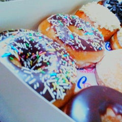 Photo taken at دانكن دونتس® | Dunkin' Donuts® by Kenda K. on 8/30/2012