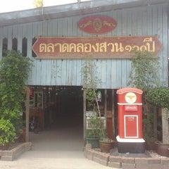 Photo taken at ตลาดคลองสวน 100 ปี (Klong Suan 100-Year-Old Market) by ChatZy W. on 6/22/2012