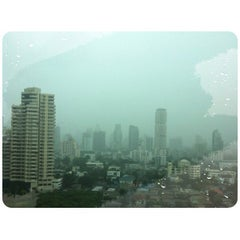 Photo taken at อาคารมาลีนนท์ (Maleenont Tower) by TAWAAN on 7/26/2012