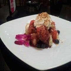 Photo taken at Sushi Lounge by Ricardo E. on 5/22/2012