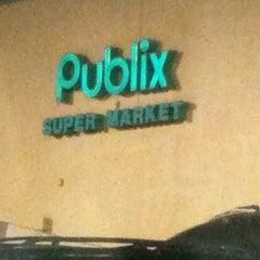Photo taken at Publix by Jilenny P. on 10/22/2011