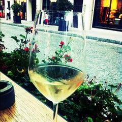 Photo taken at The Winston Brasserie by Sezen T. on 8/27/2012