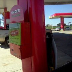 Photo taken at Sheetz by Ronnie B. on 10/15/2011