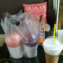 Photo taken at One Tea Coffee by Kanokwan M. on 2/6/2012