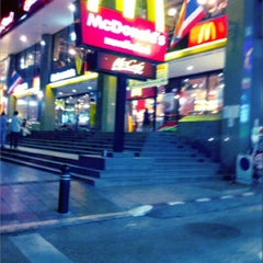 Photo taken at McDonald's & McCafé (แมคโดนัลด์ & แมคคาเฟ่) by Janeey B. on 7/1/2012