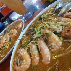 Photo taken at D'KING MEE UDANG BANJIR by Mohd Rozaimie on 1/27/2012