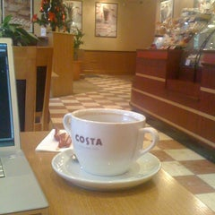 Photo taken at Costa Coffee (Коста Кофе) by Alexey Z. on 12/30/2010