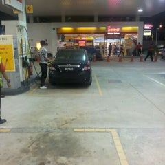 Photo taken at Shell Station - Tiram Wawasan by Kumaresan S. on 10/17/2011