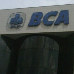Photo taken at KCU. Bank Central Asia (BCA), Kalimalang by Runes N. on 12/28/2011