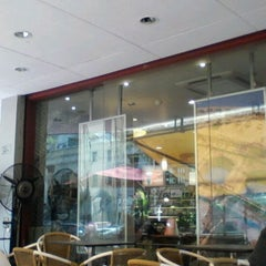 Photo taken at Costa Coffee by Ishan W. on 1/23/2012