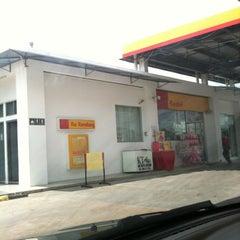 Photo taken at Shell rhu rendang by Hirfarisyam I. on 4/16/2012