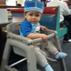 Photo taken at Chuck E. Cheese's by Sergio A. on 11/11/2011
