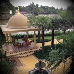 Photo taken at Sheik Istana Hotel by Pumpui T. on 4/13/2012