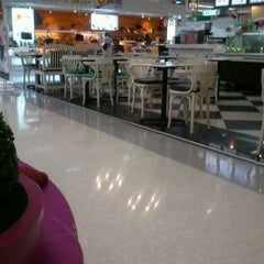 Photo taken at Plus Shopping Mall (พลัส ช้อปปิ้งมอลล์) by Sombhorn B. on 6/14/2012