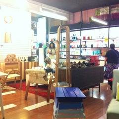 Photo taken at Cómodo Tienda y Fábrica de Diseño by Christian E. on 2/20/2012