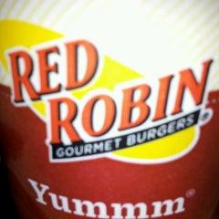 Photo taken at Red Robin Gourmet Burgers by Mr S. on 6/17/2012