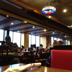 Photo taken at TGI Fridays by Kelly on 7/17/2012