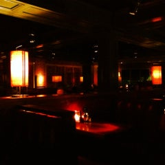 Photo taken at Houston's by Jonathan M. on 9/3/2012
