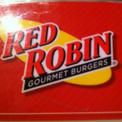 Photo taken at Red Robin Gourmet Burgers by Edwin C. on 7/9/2012