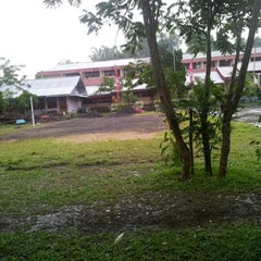 Photo taken at SMA Kristen 1 Tomohon by Bery L. on 9/8/2012