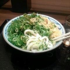 Photo taken at 丸亀製麺 仙台東口店 by Satoru A. on 1/27/2012