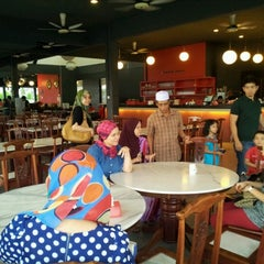 Photo taken at Red Wok Restaurant by Mohd Y. on 7/1/2012