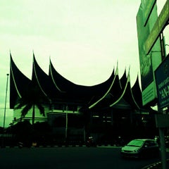 Photo taken at Bank indonesia by Sungsit S. on 9/10/2012