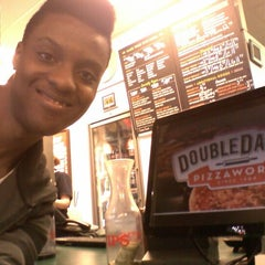 Photo taken at DoubleDave's Pizzaworks by David N. on 11/26/2011