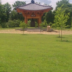 Photo taken at Meadowlark Botanical Gardens by Andrew A. on 5/28/2011