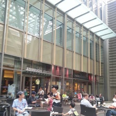 Photo taken at Starbucks Coffee 東京ミッドタウン コンプレックス スタジオ店 by Irwin C. on 9/2/2012
