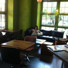 Photo taken at Urban Grind Coffeehouse by Jason H. on 9/3/2011
