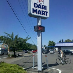 Photo taken at Dari Mart by Thomas P. on 8/11/2011