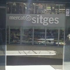 Photo taken at Mercat de Sitges by Orlando M. on 10/1/2011