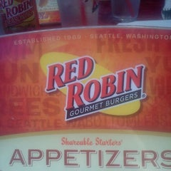 Photo taken at Red Robin Gourmet Burgers by Natalie M. on 9/6/2011