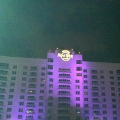 Photo taken at Seminole Hard Rock Hotel & Casino by Mykel S. on 4/22/2012