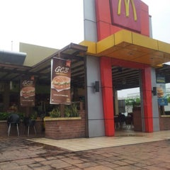 Photo taken at McDonald's by Umi Kalsom A. on 8/17/2012