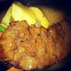 Photo taken at Waroeng Steak & Shake by Kiki Wahju S. on 8/10/2012