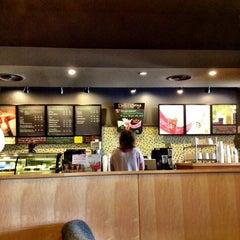 Photo taken at Starbucks (สตาร์บัคส์) by Khun ⒶⓄⓂ ja ♩♪♫ on 8/5/2012