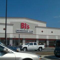 Photo taken at BJ's Warehouse Club by John A. on 8/30/2012