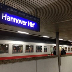 Photo taken at Hannover Hauptbahnhof by Thorsten S. on 12/6/2011