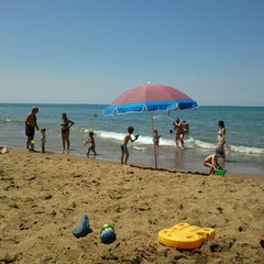 Photo taken at Παραλία Θολού (Tholo Beach) by Tassos T. on 8/26/2012