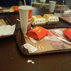 Photo taken at McDonald's by Rodrigo H. on 10/6/2011