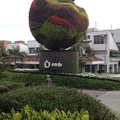 Foto tomada en Centro Comercial Oviedo por Colombian J. el 8/14/2012