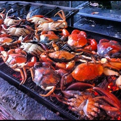Photo taken at Veg Fish Farm Thai Restaurant (菜园酒家) by Arren T. on 8/26/2012