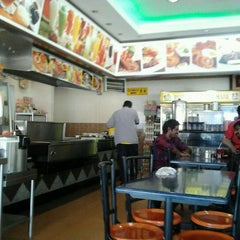 Photo taken at Restoran Al-Wazer Maju by Baharuddin Y. on 9/28/2011